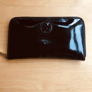 Tory Burch Patent leather Zip Continental black